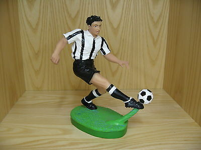 Soccer Statue-White/Black