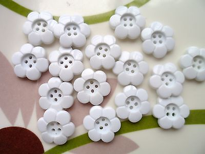 50pcs Novelty Button Daisy Flower 4  Holes Craft Sewing Cardmaking White 15mm