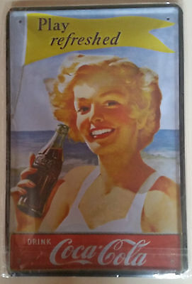 "Targa in Latta Vintage CocaCola ""Play refreshed"" cm. 20 x 30 in metallo stampato"
