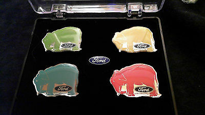 Ford Elefanten Sammlung Pin Set in Etui ALLE 4 Elefanten + Logo Badge