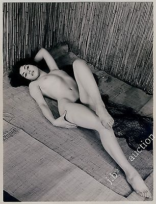 NUDE WOMAN RECLINING / LIEGENDE NACKTE FRAU * Vintage 60s Photo by SEUFERT