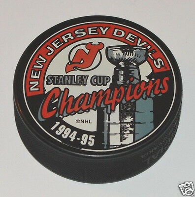 NEW JERSEY DEVILS 1994-1995 Stanley Cup Champions SOUVENIR PUCK In Glas Co. 26966ef1e
