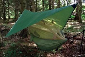 Highland camping hammock with mosquito net & internal pockets - olive green