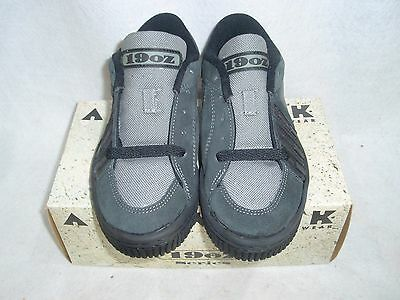 VINTAGE NOS AIRWALK FOOTWEAR 19oz SERIES SLATE/GREY SIZE 8 SK8 BMX SHOES