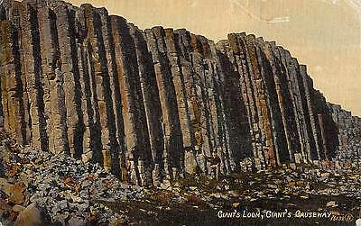 Northern Ireland Postcard Giants Loom Giants Causeway  L0 015