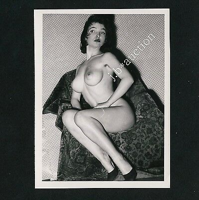 YOUNG NUDE WOMAN PLAYING AROUND / JUNGE NACKTE FRAU HAT SPASS * 60s Photo #7