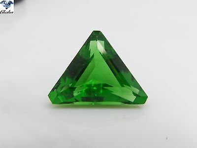 1x Tektit - (Moldavit) Trillion Grün facettiert 13,83ct. 16,6x17,9x10,0mm(9000)