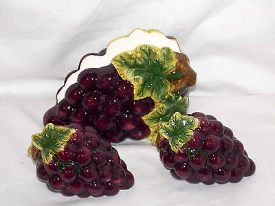 NEW CERAMIC 3pc KITCHEN PURPLE GRAPES CLUSTER SALT PEPPER SHAKER & NAPKIN HOLDER