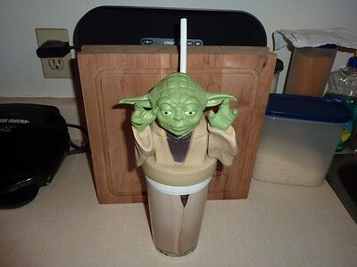 STAR WARS - Yoda Collectable Cup + Cup Topper + Straw - The Last Jedi