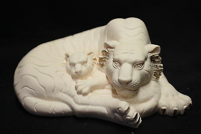 Tiger and cub statue (Symbol of compassion and strength) 60mm x 140mm (AN133)