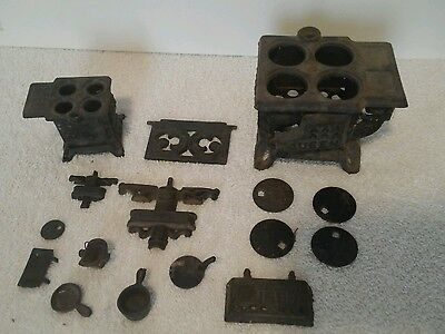 Collectibles/doll house furniture  stove and accessories