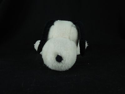 1968 Vtg Snoopy Laying Down Plush Peanuts Gang by United Feature Syndicate A-16