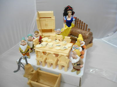 Disney Delux Snow White And 7 Dwarfs Figures And Accessories