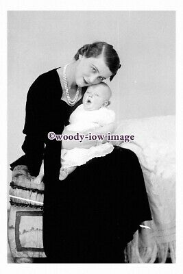 rp10982 - Princess Marina of Greece - Duchess of Kent with her baby - photograph