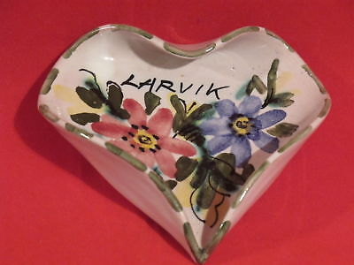 "Triangular Dish Bowl Decorated With Flowers ""larvik"""