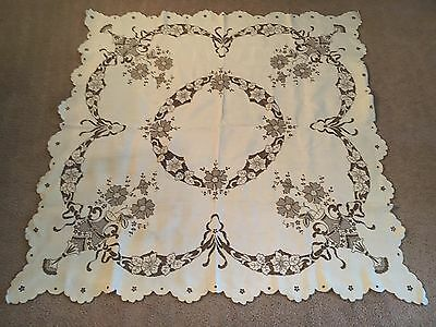 VINTAGE HAND  EMBROIDERED ITALIAN LINEN 4'x4' TABLECLOTH WITH 6 NAPKINS Ecru