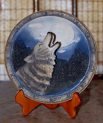 Gray Rock Collection Wolf Howling at the Moon 3 Dimensional Plate & Stand/Hook