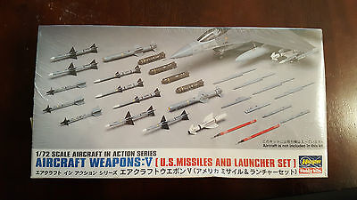 Hasegawa 1:72 Aircraft Weapons: V (US Missiles and Launcher Set)
