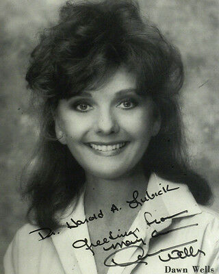 Gilligan's Island Mary Ann Actress DAWN WELLS - Photo Signed