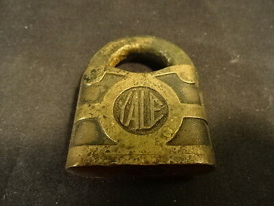 Old Vtg Antique Collectible Brass YALE Y&T Padlock Lock No Key