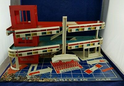 VINTAGE | SUPERIOR SERVICE STATION PARKING DRIVE-IN AND GAS TIN PLAYSET tee cee