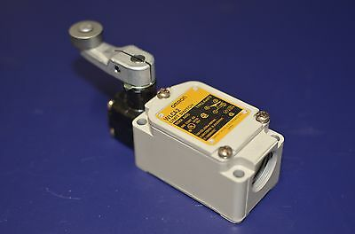 **CLEARANCE** Omron Limit Switch Type WL-CA2-8  - New