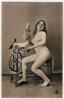 NUDE WOMAN w SPINNING WHEEL / NACKTE FRAU m SPINNRAD * Vintage 1910s French PC