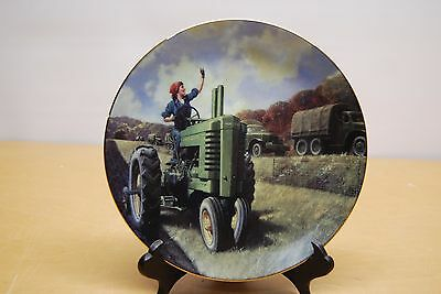 "JOHN DEERE 8"" Collector Plate "" 'V' for Victory"" WH Hinton 1/500"