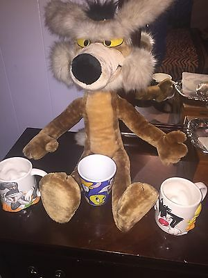 1993 Wile E Coyote + 3 1998 Looney Tunes 3D collectible cups