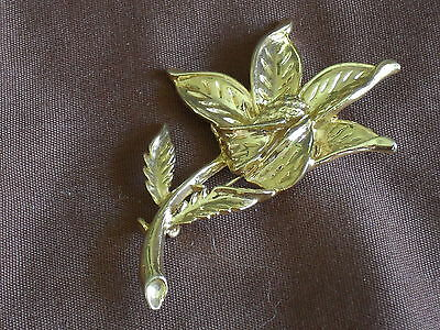 Vintage  Large Gold Tone Flower Brooch Marked AA!