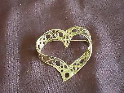 Vintage Twisted X & O  Gold Tone Heart Shaped Brooch
