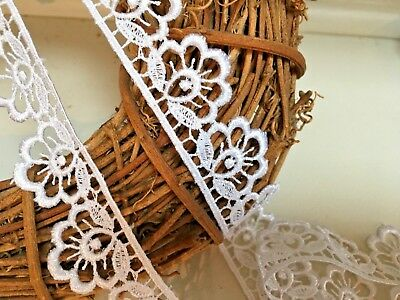 """~Bows Ribbon and Lace~ Pretty 3cm/1.25"""" White Flower Edge Guipure Lace Trimming"""
