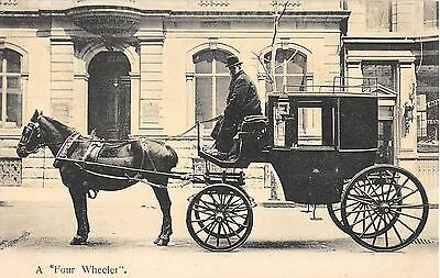 People Postcard A Four Wheeler Horse & Carriage   G3 013