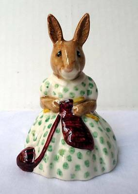 1974 Bunnykins Busy Needles Db10 Figurine Royal Doulton #28