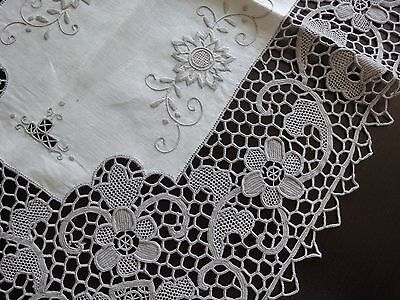 Stunning Fine Vintage Handmade Floral Ivory Cotton Crochet Table LINEN Runner