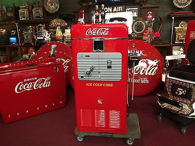 1950's Vendorlator  VMC 33 Coke Vending Machine w Drinking Fountain Watch Video