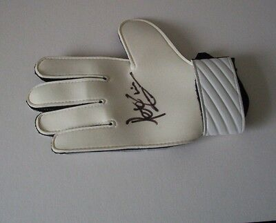 Peter Shilton - Forest, Leicester, Derby, Southampton Signed Glove