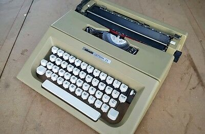 Olivetti Lettera 25 Typewriter in Case.