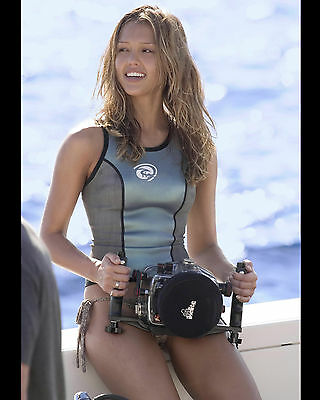 Jessica Alba 8X10 Photo Picture Pic Hot Sexy Smile In Tiny Bikini Candid 208