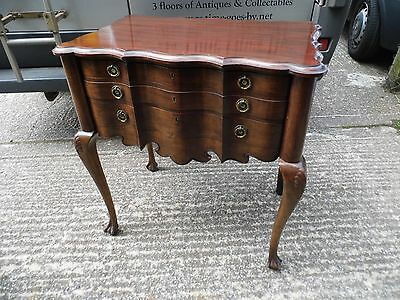Antique furniture, Canteen of cutlery on legs /chest of drawers, serpentine