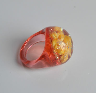 Vintage Domed Statement Ring Peach Translucent Plastic Seeds Glitter Inlay 6.5