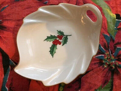 """Pickard (USA) China Christmas HOLLY Leaf Dish, 6""""  ($40.00 Replacement Value!!!)"""
