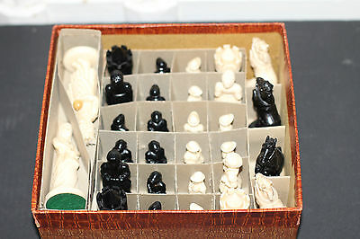 Vintage Chess Set Black & Cream Figures Box Plastic Art Deco Altes Schachspiel