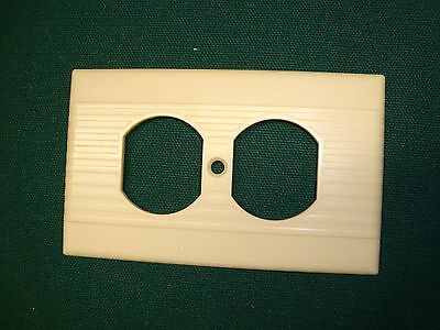 Vtg Leviton Ribbed Border Bakelite Double Outlet Plate Cover Ivory