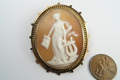 ANTIQUE LATE VICTORIAN 9K GOLD CARVED SHELL GODDESS & LYRE CAMEO BROOCH c1890