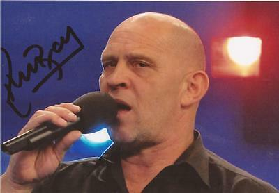 DARTS REFEREE: RUSS BRAY 'THE VOICE' SIGNED 6x4 ACTION PHOTO+COA