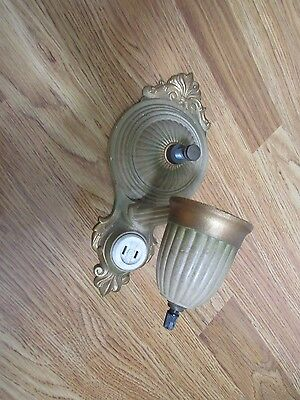 *  EXCELLENT Vintage Metal Wall Mount Single Light Fixture - Estate salvage