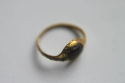 ANCIENT ROMAN GOLD FINGER RING WITH ORIGINAL RED GLASS/STONE1st CENTURY BC/AD