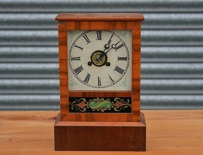 Vintage Mantle Clock Art Deco.