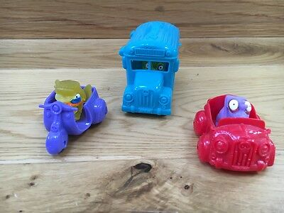Bus and two motor vehicles with 4 Zomlings